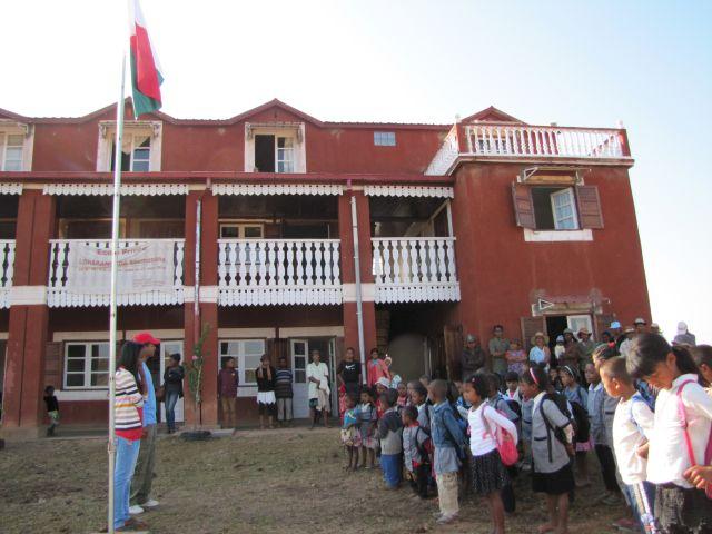 Entretien avec Moïse infirmier à la retraite: la blouse contre le malabar* humanitaire à Madagascar dans la montagne.